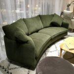 Canapé Julia de Sits, une forme arrondie conviviale, bientôt en magasin.